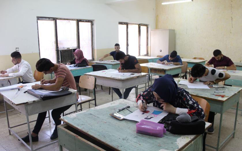 تواصل الاختبارات العلمية للطلبة المتقدمين للدراسة المسائية في قسم التصميم