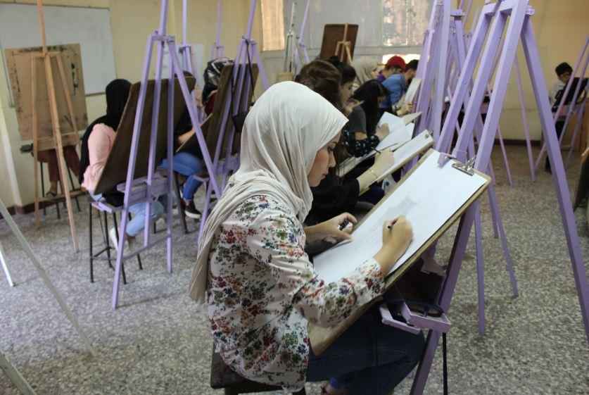 قسم الفنون التشكيلية يواصل اختبارات القبول للدراسة المسائية