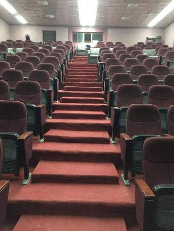 قسم الفنون المسرحية يقيم حملة لصيانة مسرح الرواد