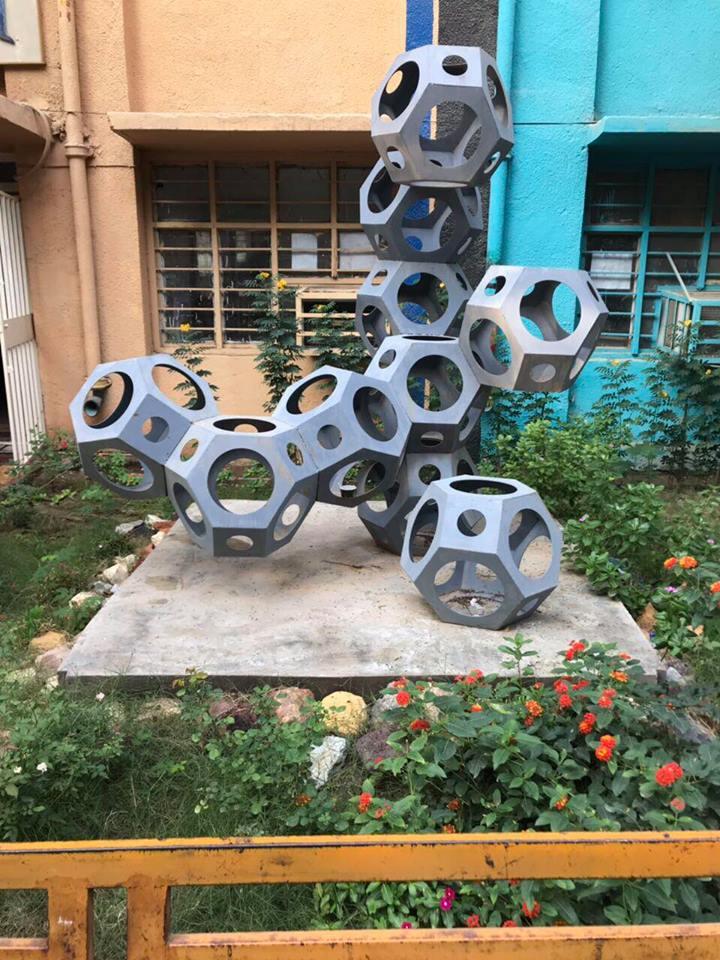 كلية الفنون الجميلة تقيم حملة لادامة وصيانة ساحات بناية التربية الفنية
