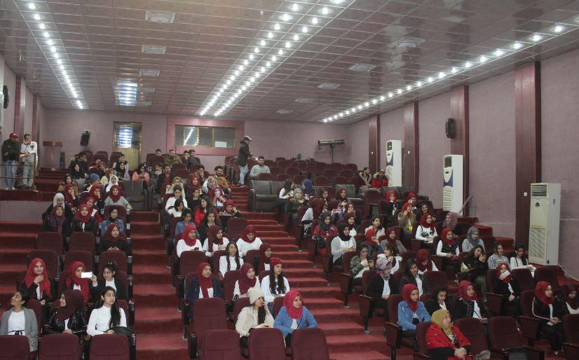 وفد طلابي يزور قسم المسرح في كلية الفنون الجميلة