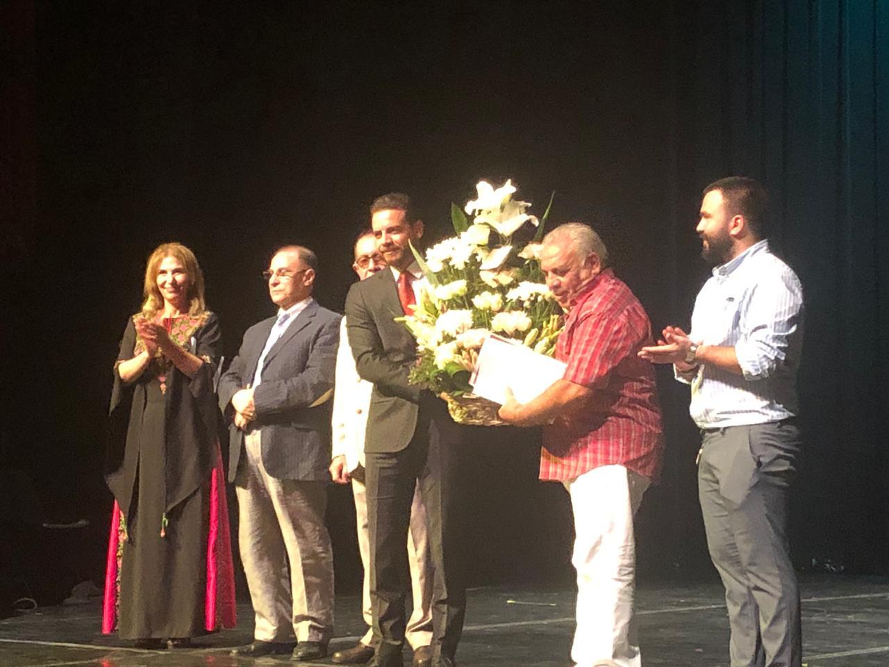 تدريسي  من قسم الفنون المسرحية يحصد جائزة افضل اخراج في مهرجان عشيات طقوس المسرحية في الاردن