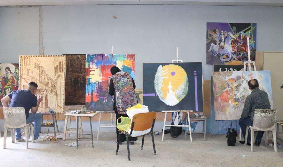 قسم الفنون التشكيلية يقيم ورشة عمل لاساليب الفنية في الفنون التشكيلية
